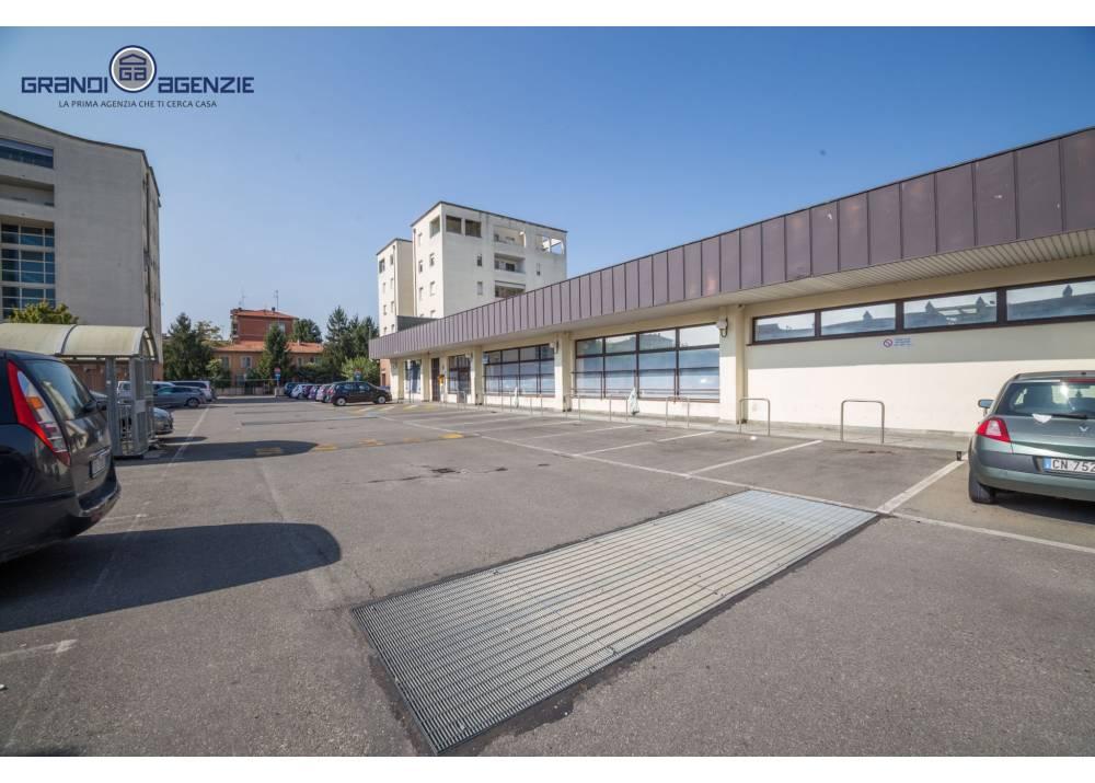 Vendita Negozio a Parma monolocale San Leonardo di 201 mq