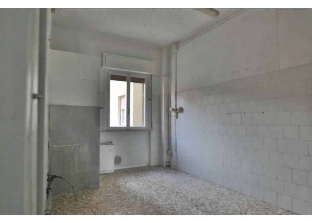 Vendita Locale Commerciale a Parma monolocale Q.re Montanara di 61 mq