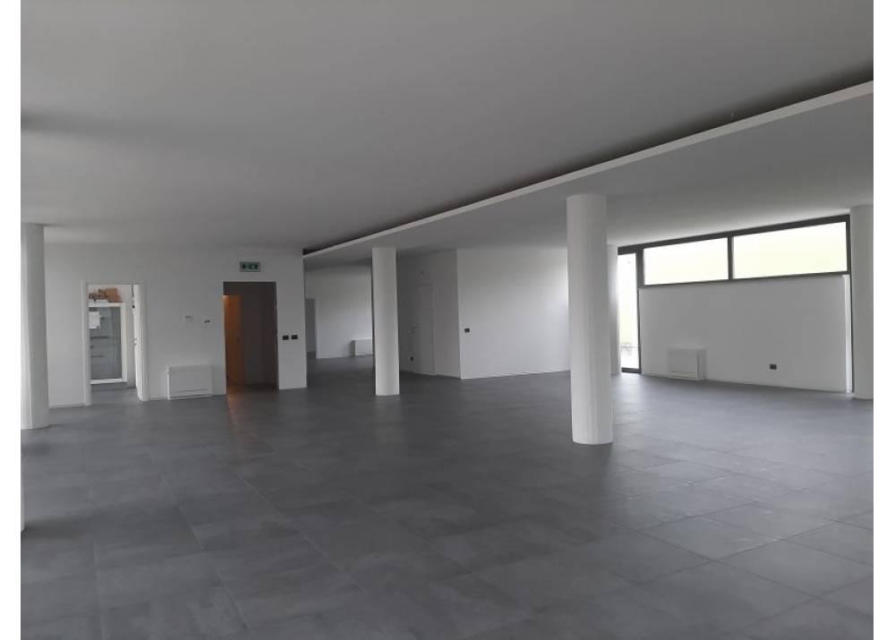 Affitto Locale Commerciale a Collecchio monolocale Lemignano di 300 mq