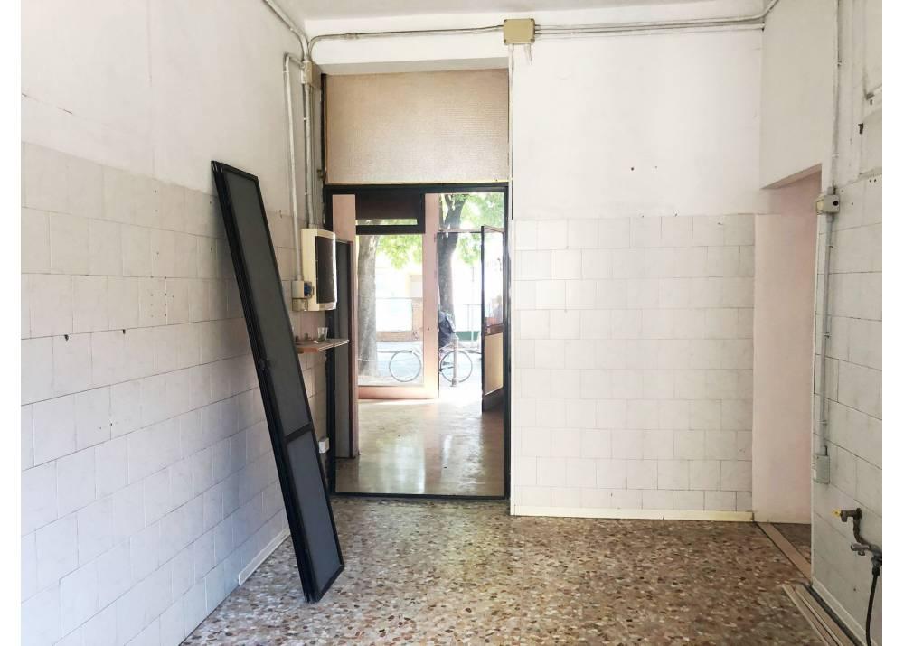 Affitto Locale Commerciale a Parma monolocale Q.re Montanara di 61 mq