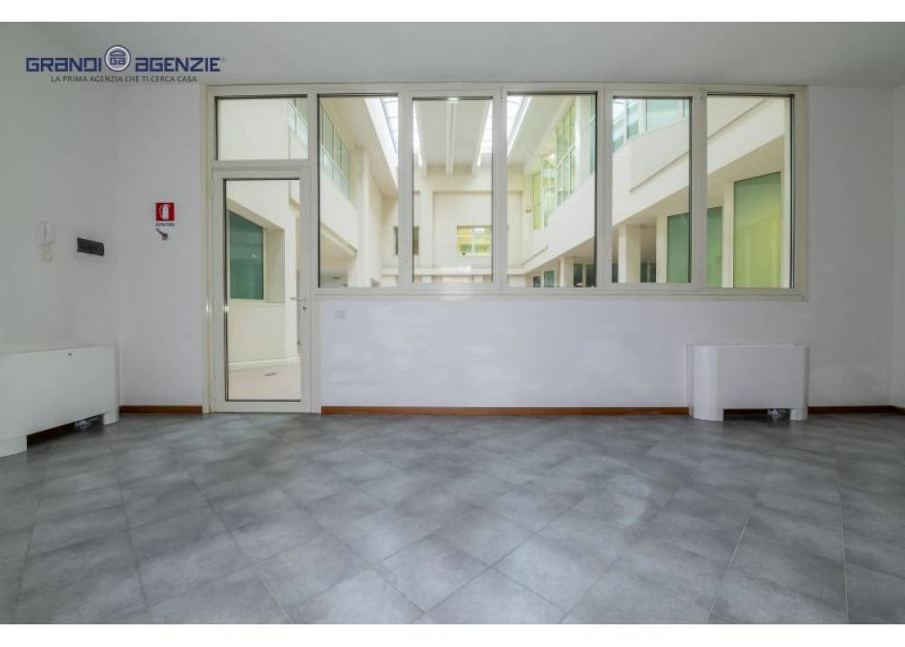 Vendita Locale Commerciale a Parma trilocale Molinetto di 50 mq