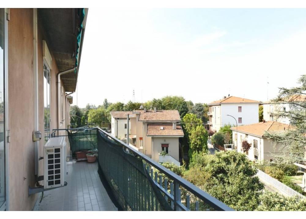 Affitto Appartamento a Parma trilocale Int. Via Mantova di 100 mq