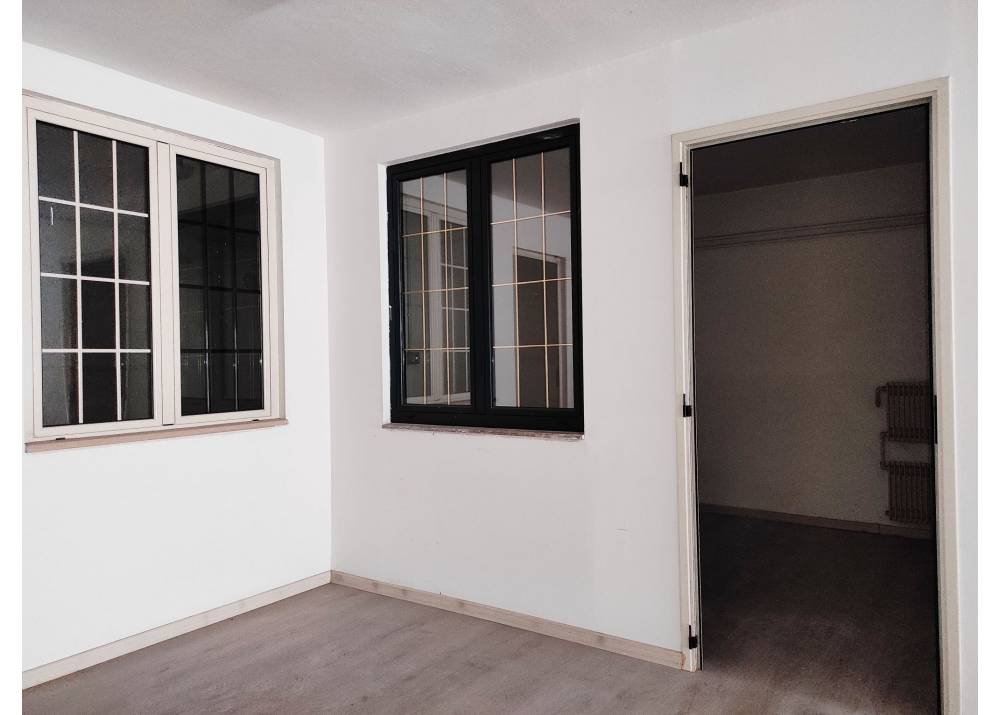 Vendita Garage a Parma monolocale Q.re Budellungo di 117 mq