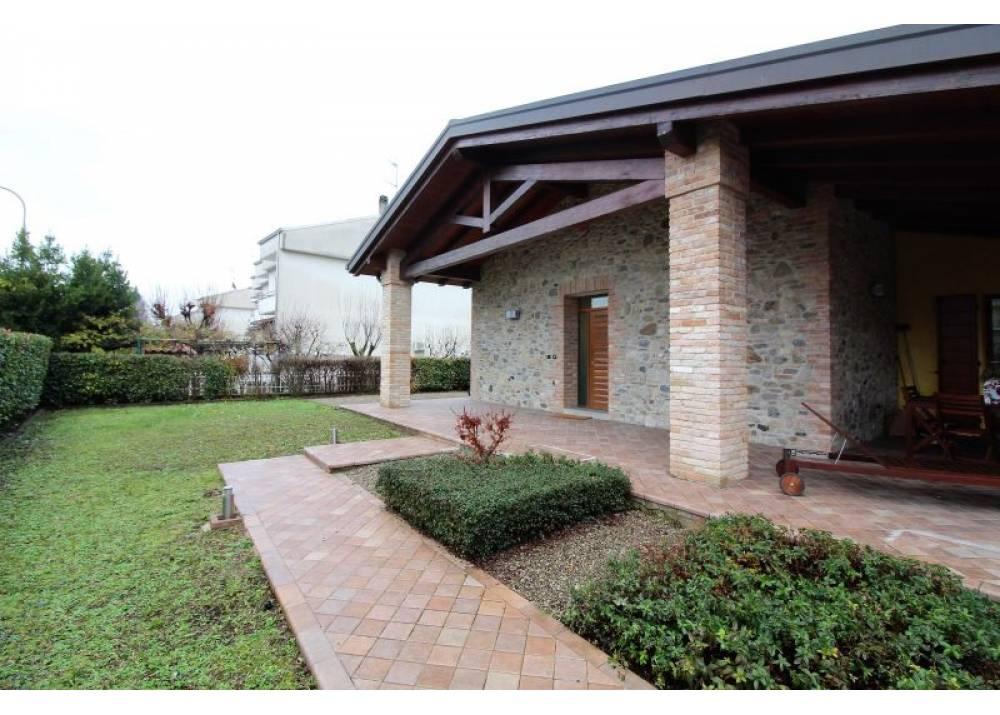 Vendita Villa a Medesano quadrilocale  di 237 mq