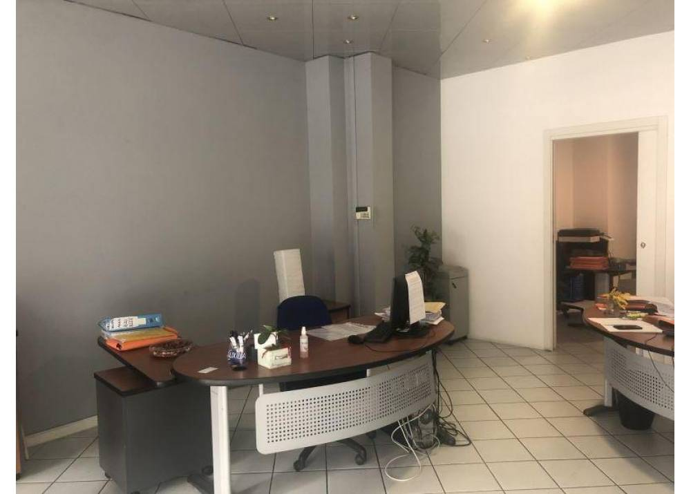 Vendita Locale Commerciale a Parma monolocale Q.re San Leonardo di 61 mq