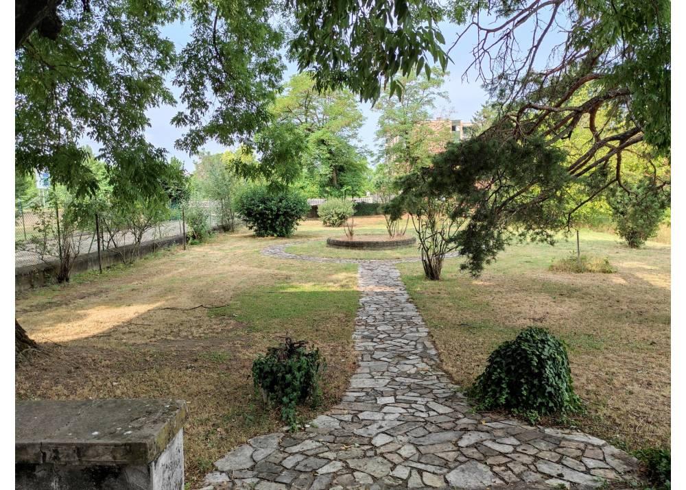 Vendita Villa a Parma   di 1000 mq