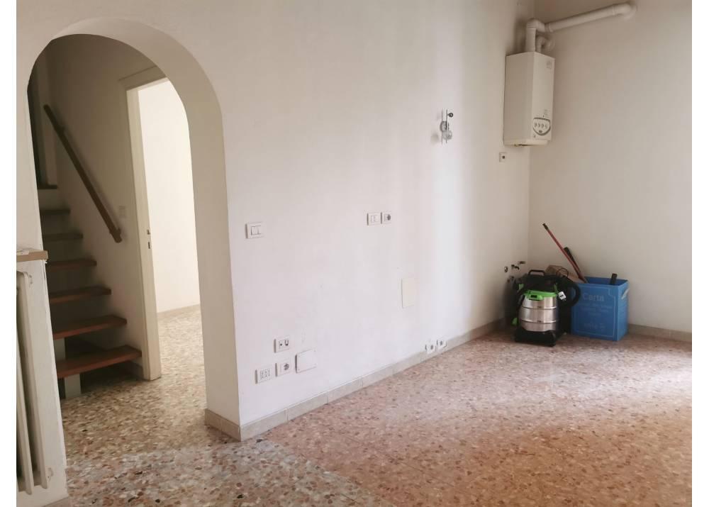 Affitto Locale Commerciale a Parma trilocale San Lazzaro di 56 mq