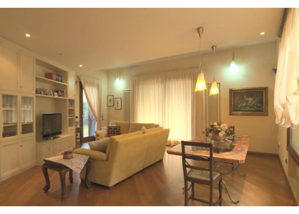 Vendita Villa a Parma  Q.re Montanara di 440 mq