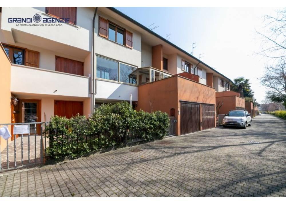 Vendita Villetta a schiera a Parma quadrilocale Montebello di 165 mq