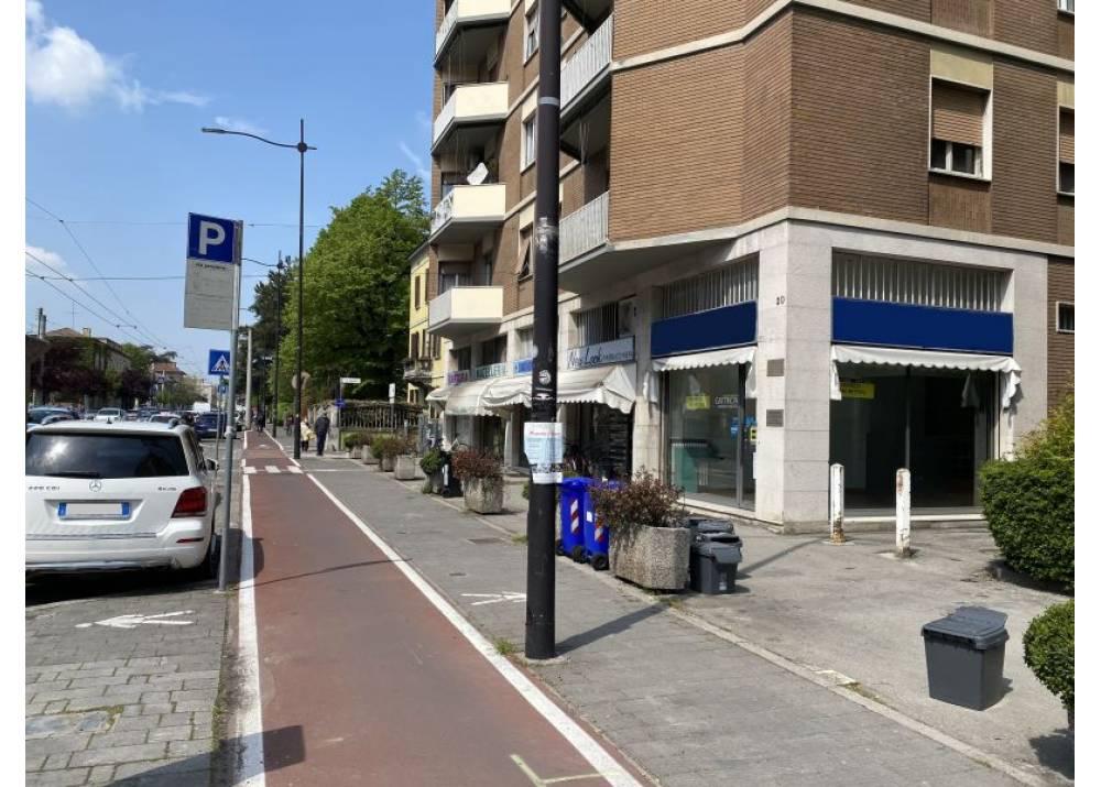 Vendita Locale Commerciale a Parma monolocale Centro - La Galleria di 61 mq