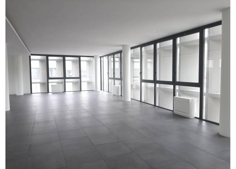 Affitto Locale Commerciale a Collecchio monolocale Lemignano di 660 mq