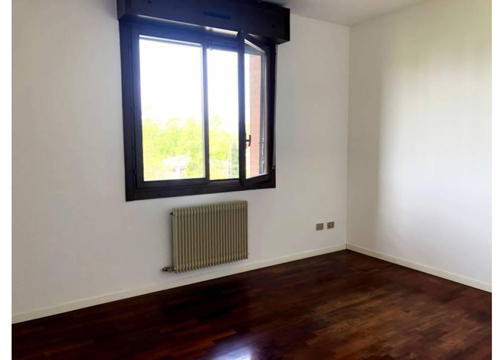 Affitto Appartamento a Parma quadrilocale san Lazzaro di  mq