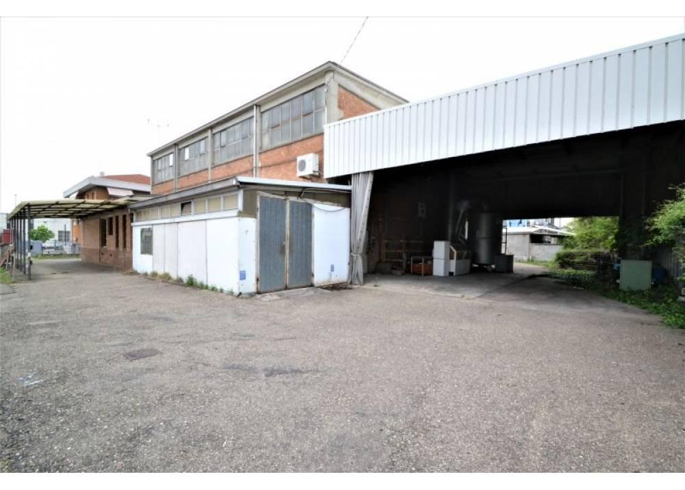 Vendita Locale Commerciale a Parma monolocale Pratibocchi di  mq