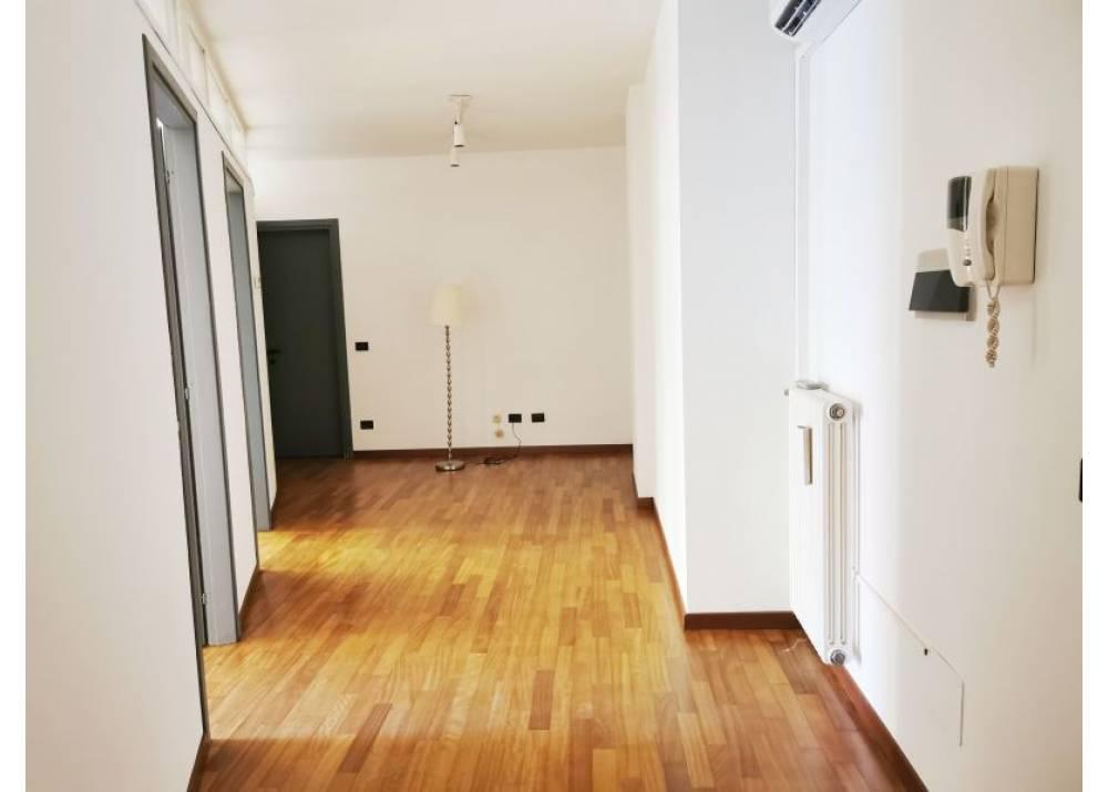 Affitto Locale Commerciale a Parma monolocale Centro Storico di 70 mq